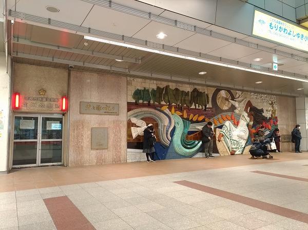 立川駅壁画前